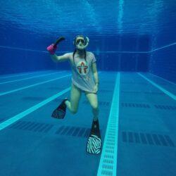 Alyssa Oates under water photo
